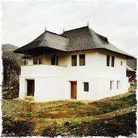 Casa cu Blazoane, Chiojdu