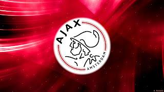 Rode Ajax Amsterdam wallpaper met logo in het midden