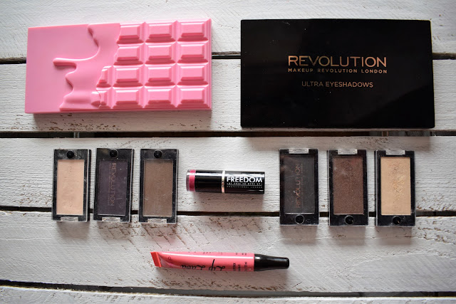Recenzja i swatche palety Makeup Revolution Beyond flawless