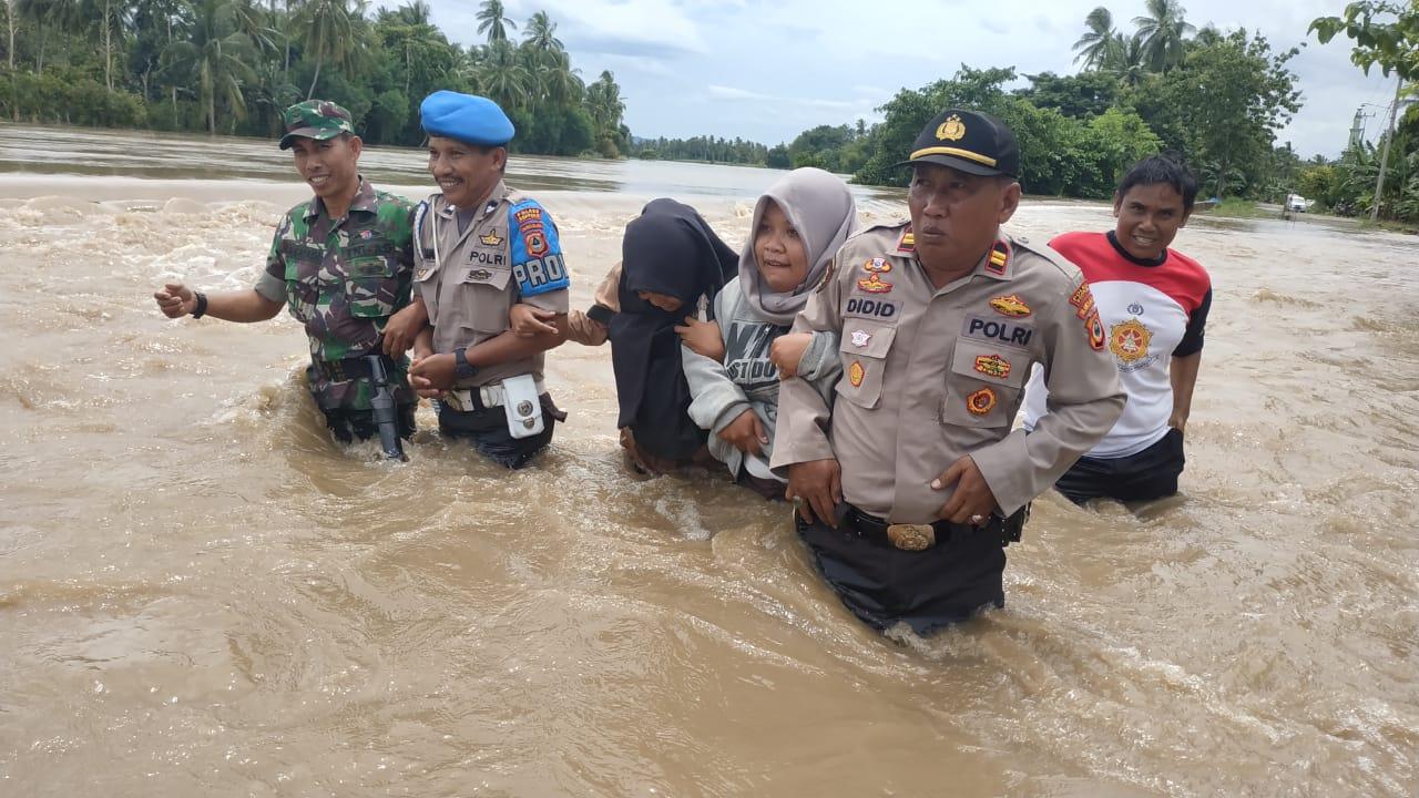 Walanae Meluap, Air Sertinggi Paha Orang Dewasa Rendam Desa Lompulle