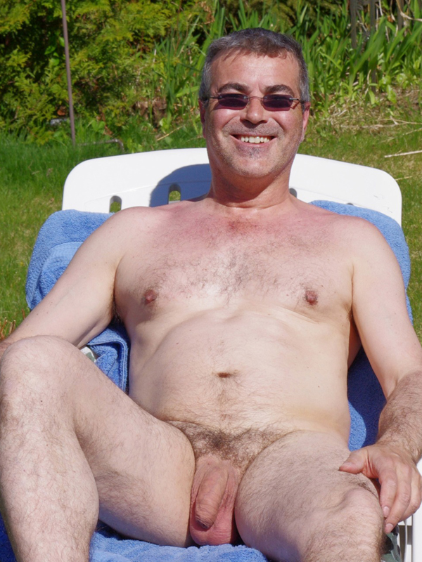 Gay Muscle Daddy Naked