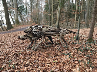 "Skulptur ""Wölfe"" von Katharina Ranftl am Ammersee-Skulpturenweg"