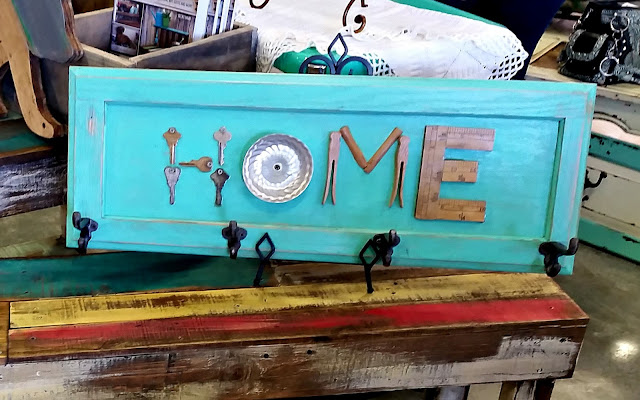 home sign, coat hook, junk, repurposed, old keys, cupboard door, http://goo.gl/0Bl7XE