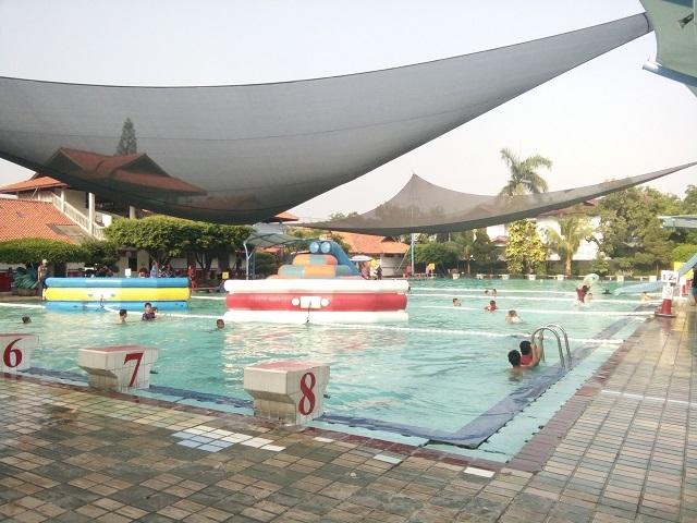 Berenang Murah dan Petugas Yang Sigap di Kolam Renang HS Agung