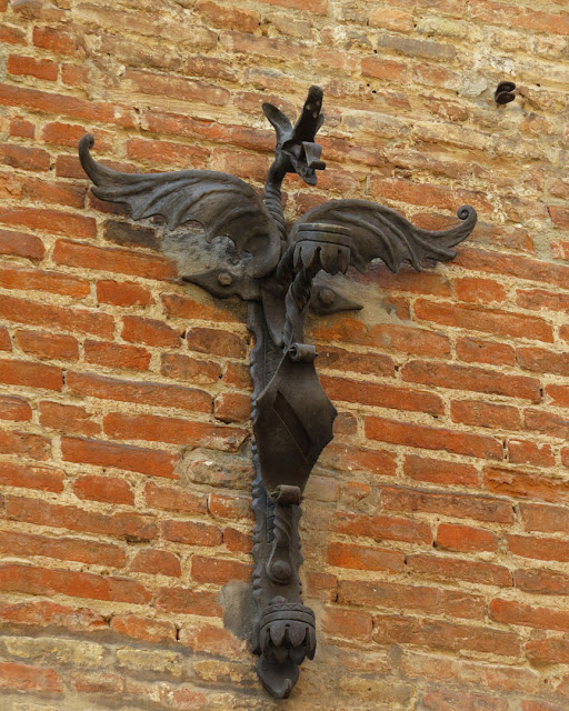 Wrought iron flag pole holder, Via Collegio di Spagna, Bologna