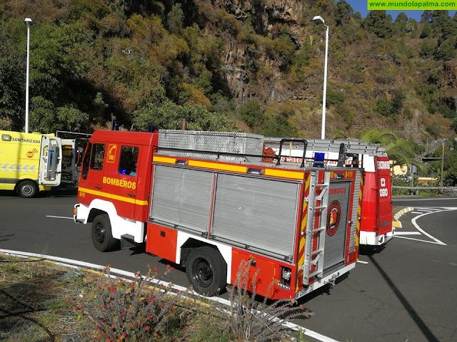 Los Bomberos rescataron ayer a dos personas accidentadas en Santa Cruz de La Palma