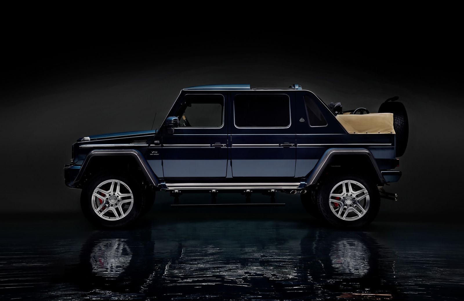 Mercedes maybach g650 landaulet sends out current g class for Mercedes benz maybach