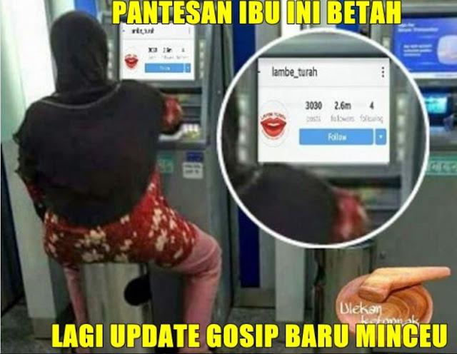 Inilah 10 Meme ibu yang viral duduk di ATM, Ibu ini Benar-Benar Ngelawak Gan!