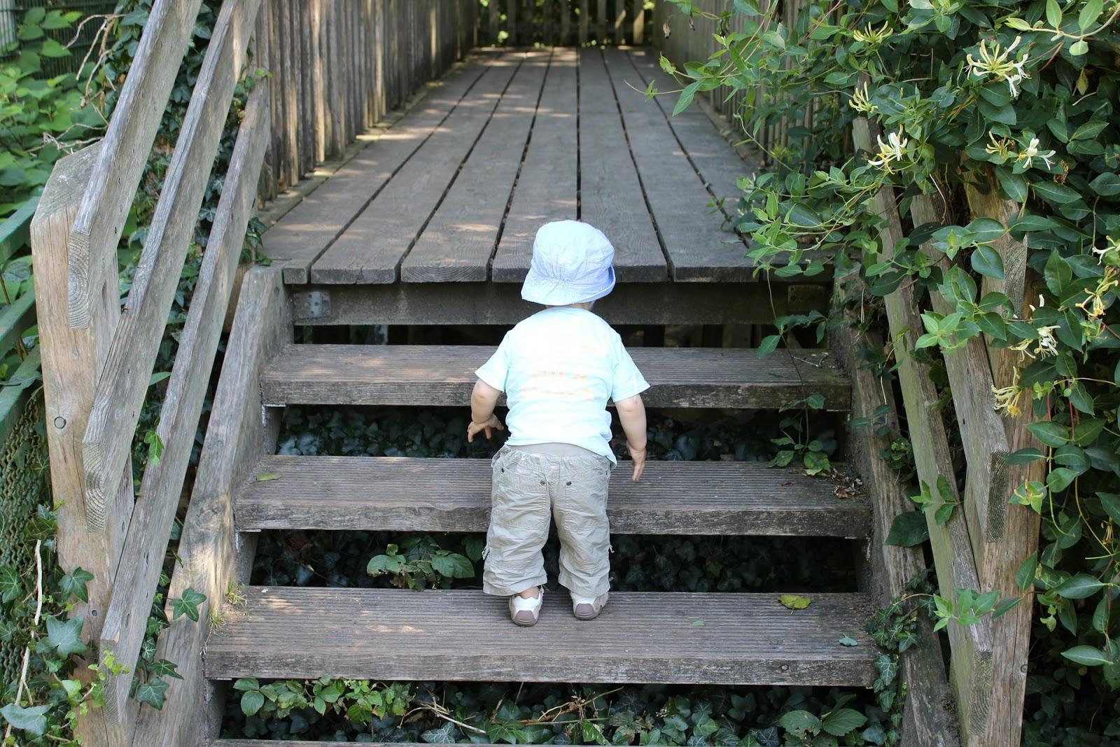 mein kind will nicht allein die treppe hochlaufen und. Black Bedroom Furniture Sets. Home Design Ideas
