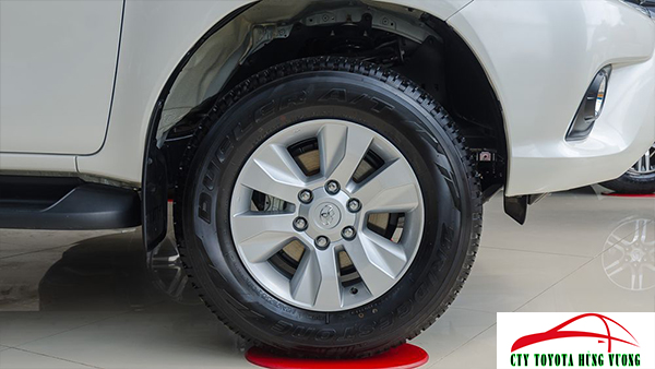 Giá xe, thông số kỹ thuật và đánh giá chi tiết bán tải Toyota Hilux 2018 nhập khẩu - ảnh 11