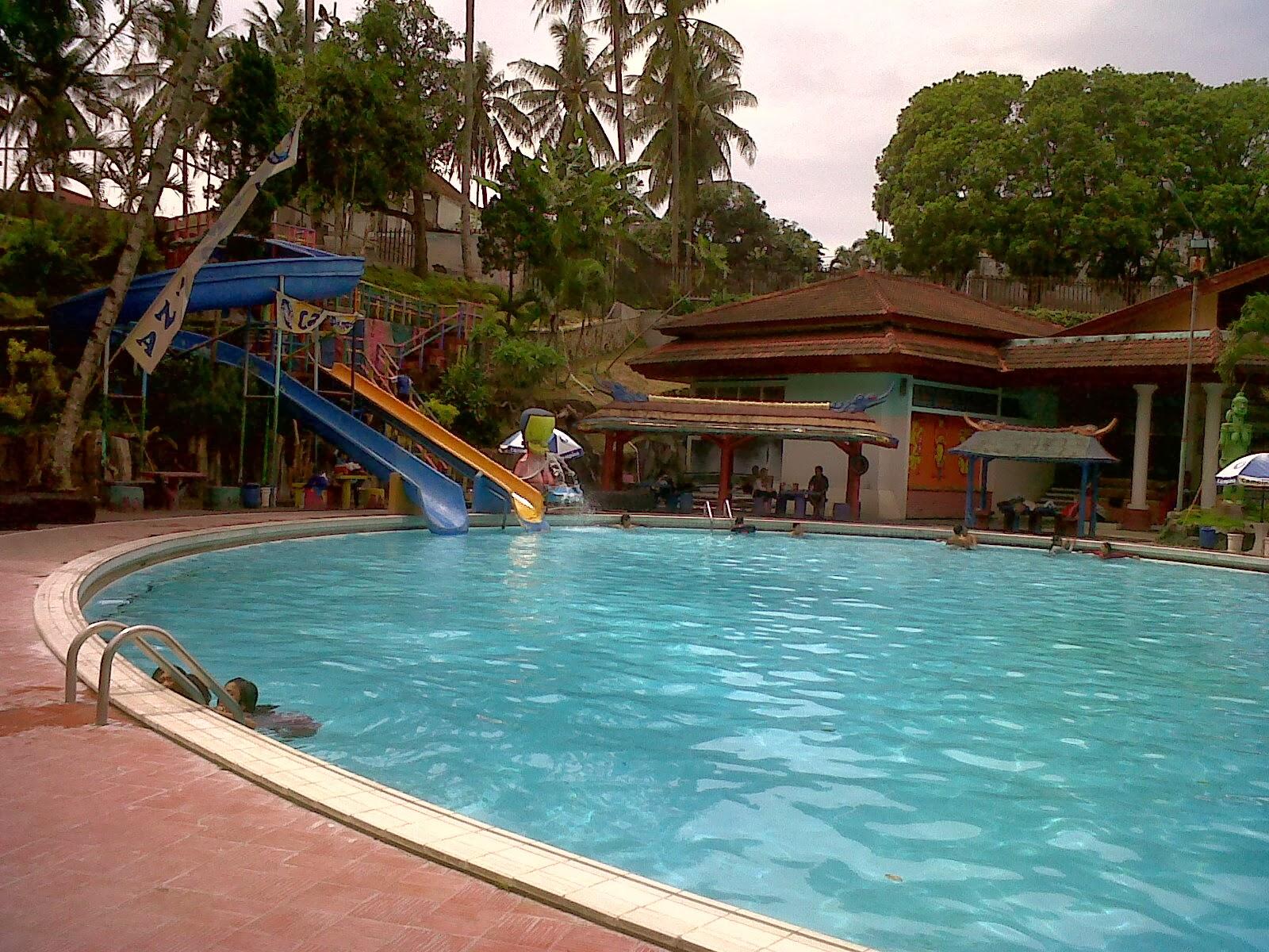 wisata kolam renang di malang yang akan segarkan long weekendmu rh travelingyuk com villa kolam renang murah di batu malang kolam renang murah di batu malang