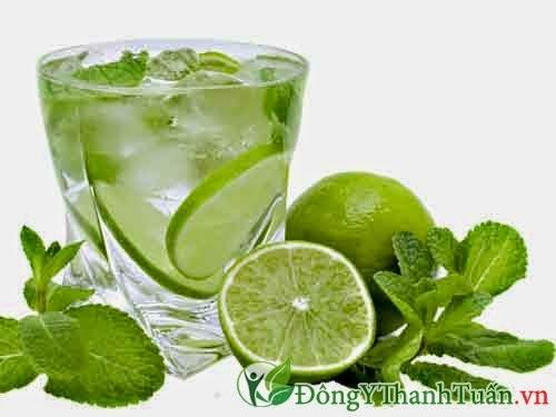 nước chanh là thức uống chữa nóng gan hiệu quả