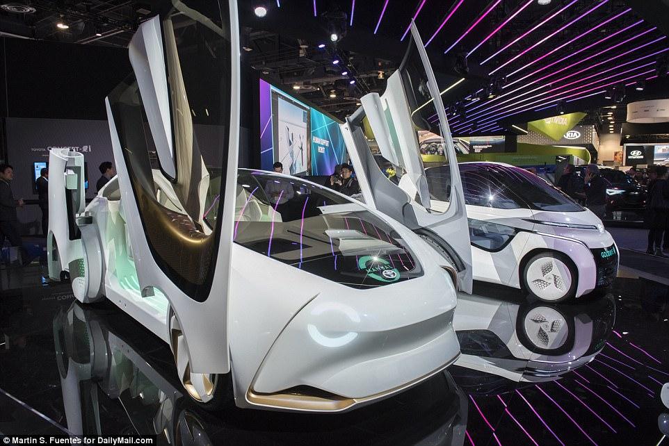 Consumer Electronics Show - e com isso trouxe um olhar incrível sobre o futuro dos dados, vida da cidade e carros autônomos. O carro conceito-I da Toyota é mostrado na CES dentro do Las Vegas Convention Center em Las Vegas
