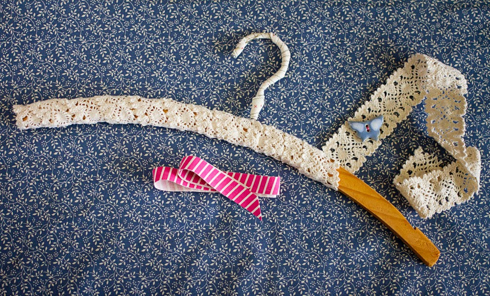 ButtonMad: DIY Clothes Hanger Transformation