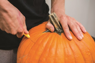 cutting lid off pumpkin