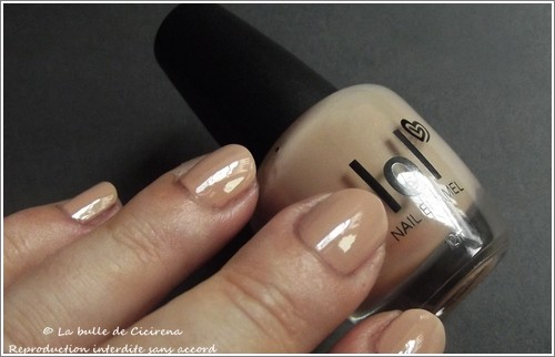 swatches vernis BYS, Vernis laqué LOL Beige Montmartre (17.Once Upon a Time)