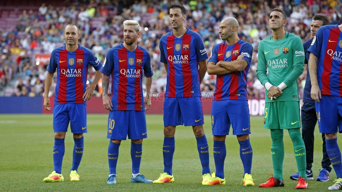 Barcelona, Spain. 17th Apr, 2016. Barcelona team group line-up ...