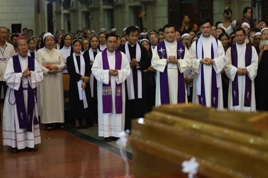 Ngày thứ Ba: Kính viếng và cầu nguyện cho Đức cha Phanxicô Xaviê Nguyễn Văn Sang - Ảnh minh hoạ 57