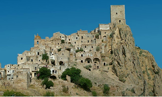 abandoned-cities-craco-italy
