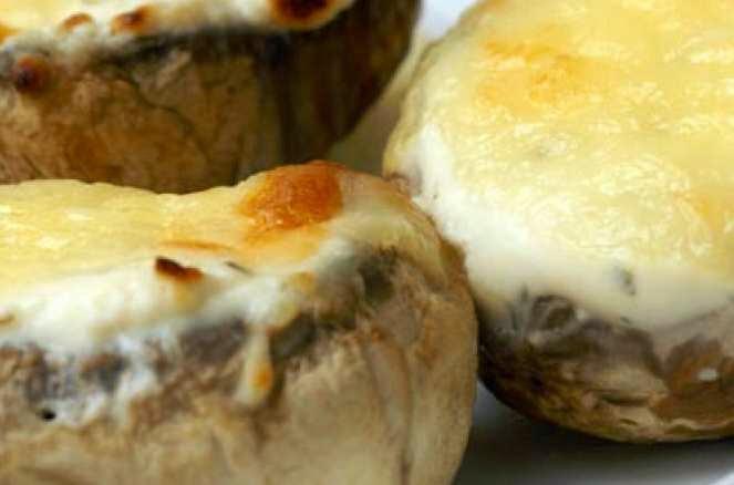 ciuperci-gratinate-umplute-cu-cascaval-la-cuptor