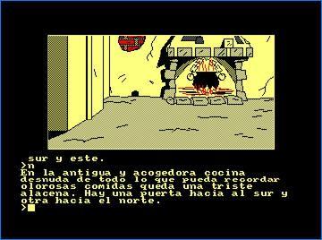 Juegos de texto. Captura de pantalla de una aventura conversacional, en la que aparece una chimenea encendida con la olla en el fuego, un armario y la pared rota. Junto a la imagen se muestra la descripción del juego y las distintas opciones para jugar