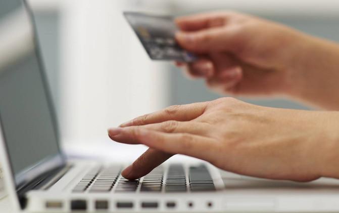 Συνήγορος Καταναλωτή: Έτσι μας κλέβουν στις ηλεκτρονικές συναλλαγές