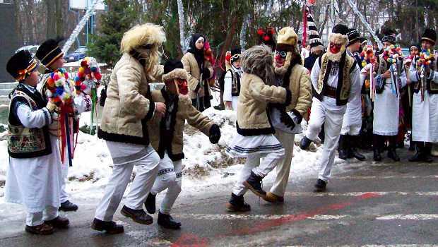 Tradiții, plugușorul in Bucovina, județul Suceava