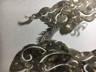 金箔で飾った切り絵