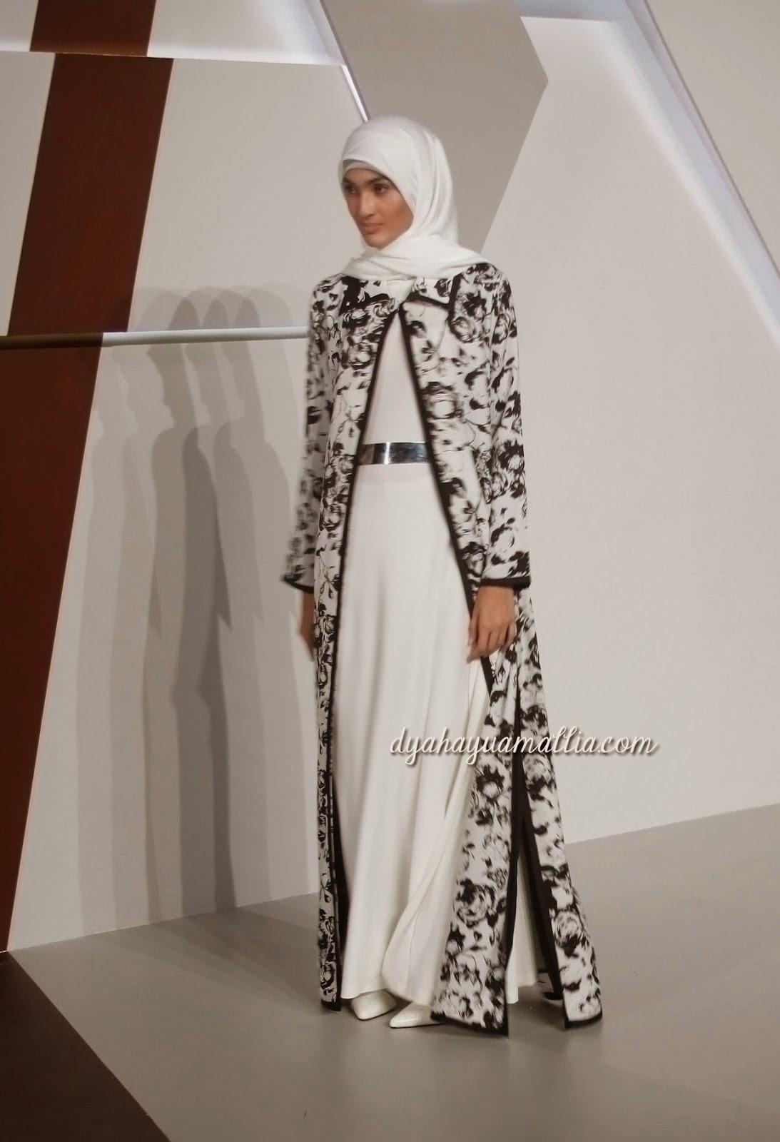 ... satu butik muslim di Jakarta. Lama tidak ketemu saya baru tau bahwa  Ambu saat ini memakai niqab sebagai gaya berhijabnya. Sungguh kagum sama  ibu satu ... 059c1de1ef