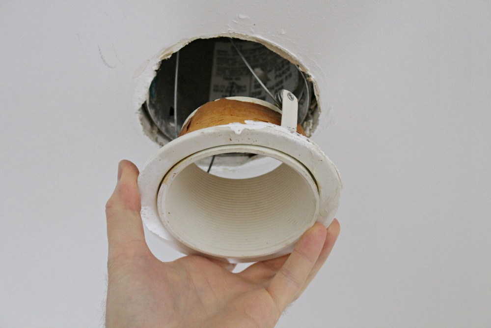 Replace pot light without replacing can