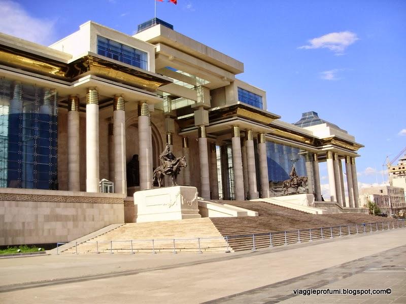 Ulan Bator, mausoleo di Gengis Khan