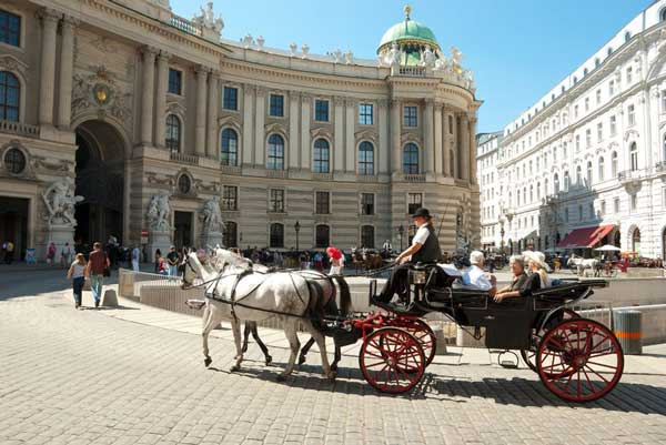 vienna-carriage-ride-through-old-town
