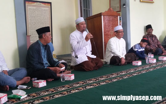 TAUSIYAH : Ustad Muhammad Salam saat menutup ceramahnya dalam Peringatan 1 Muharram 1439 Hijriah Ahad (24/9) di Masjid Babussalam Komplek Duta Bandara Permai   Foto Asep Haryono