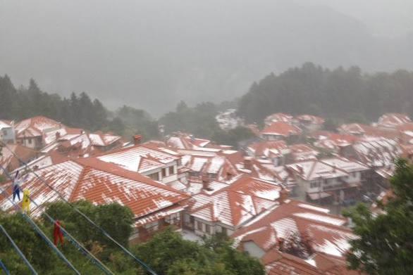 Έπεσε το πρώτο χιόνι σε πόλη της Ελλάδας