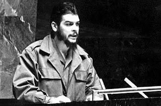 El Che Guevara, pronunciando su discurso ante la Asamblea General de las Naciones Unidas en Nueva York.