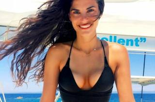 Η Χριστίνα Μπόμπα ποζάρει στον Άγιο Δομίνικο και «ρίχνει» το instagram
