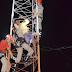 """Corpo de Bombeiros com apoio do SAMU e Polícia Militar salvam homem que ameaçava pular de torre de """"internet"""" em Cajazeiras"""