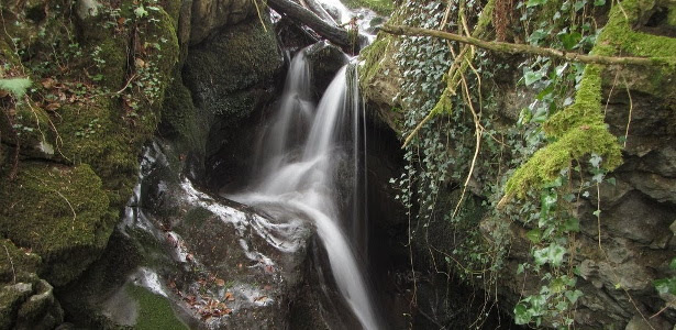 Cascada de agua en Bimenes