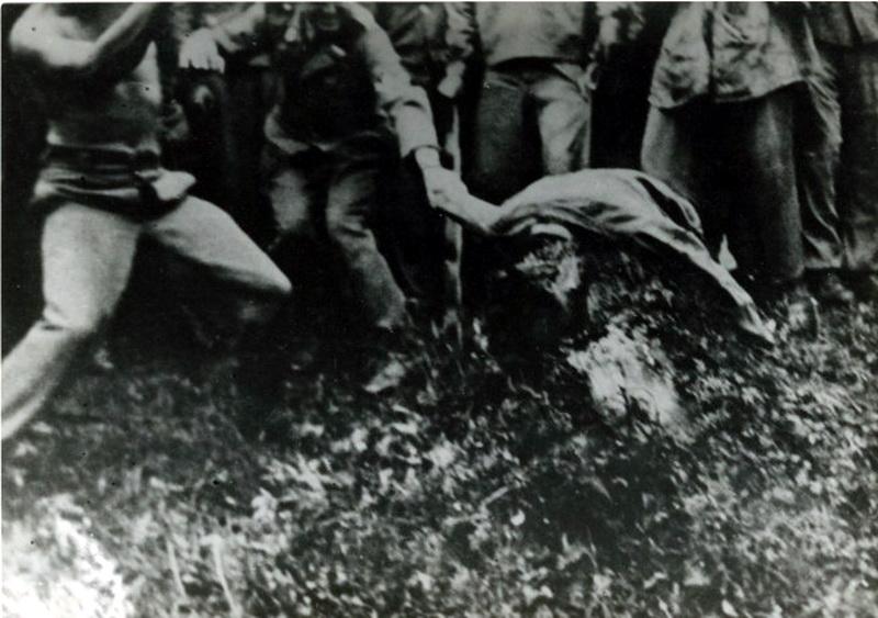 massacre, exécution... Nazi%2Bgerman%2Bwar%2Bcrime%2Bbeheading%2Byugoslavia%2Bpartisan%2Bss%2Baxe%2Bexecution5