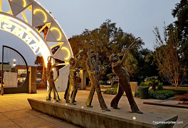 Escultura homenageia músicos de Jazz no Parque Louis Armstrong de Nova Orleans
