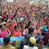 वेतन वृद्धि को लेकर जनसम्पर्क कार्यालय पहुची आंगनवाड़ी कार्यकत्रियों ने केंद्र व प्रदेश सरकार के खिलाफ की जमकर की नारेबाजी