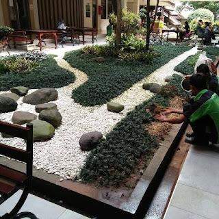 Kami mengerjakan jasa pembuatan Taman kering minimalis dengan harga per meter yang murah