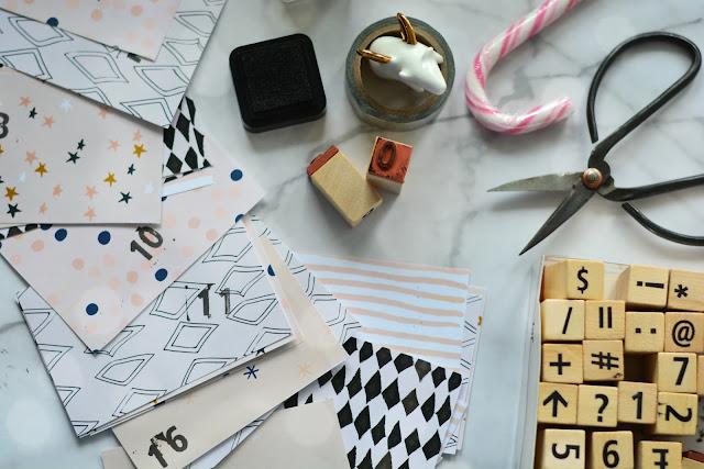 DIY: kalendarz adwentowy (farba tablicowa + ściana + kilka kolorowych kartek + pomysły)