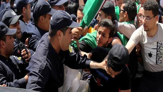 أصيب 24 شرطيا جزائريا في مواجهات وقعت بين قوات الأمن وعاطلين عن العمل.  و قطع الشبان المتظاهرون منذ منتصف أفريل الطريق المؤدية إلى شركة نفطية في دائرة تينركوك على بعد حوالى 800 كلم جنوب الجزائر العاصمة، تسبب في شل القسم الأكبر من أنشطتها.