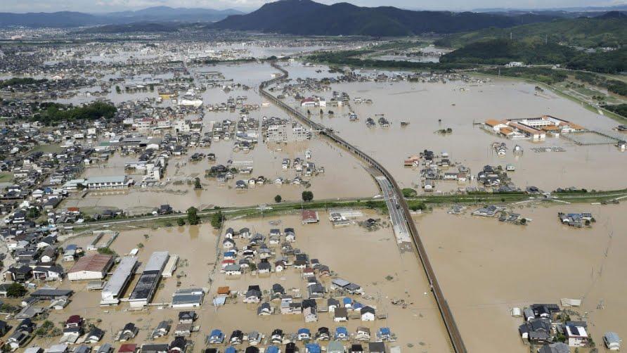 Giappone piange le vittime dopo le piogge torrenziali che lo hanno colpito