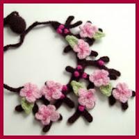 Collar de flores de cerezo