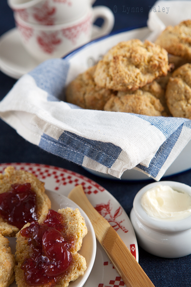 Cafe Lynnylu: Maple-Cornmeal Drop Biscuits