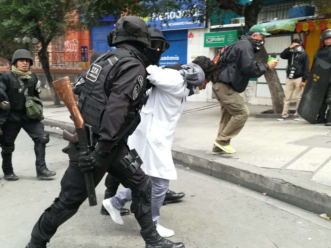 Policía detuvo a estudiantes de medicina entre jueves y viernes por protesta social