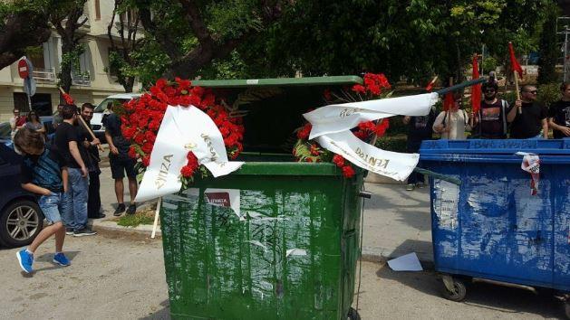 Θεσσαλονίκη: Πέταξαν στα σκουπίδια τα στεφάνια της ΓΣΕΕ και του ΣΥΡΙΖΑ...