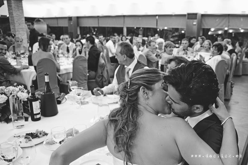 que se besen los novios